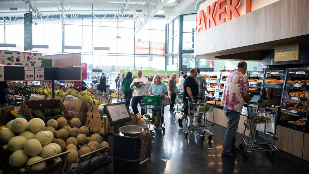 Which grocery stores are open on Christmas; Christmas Eve hours